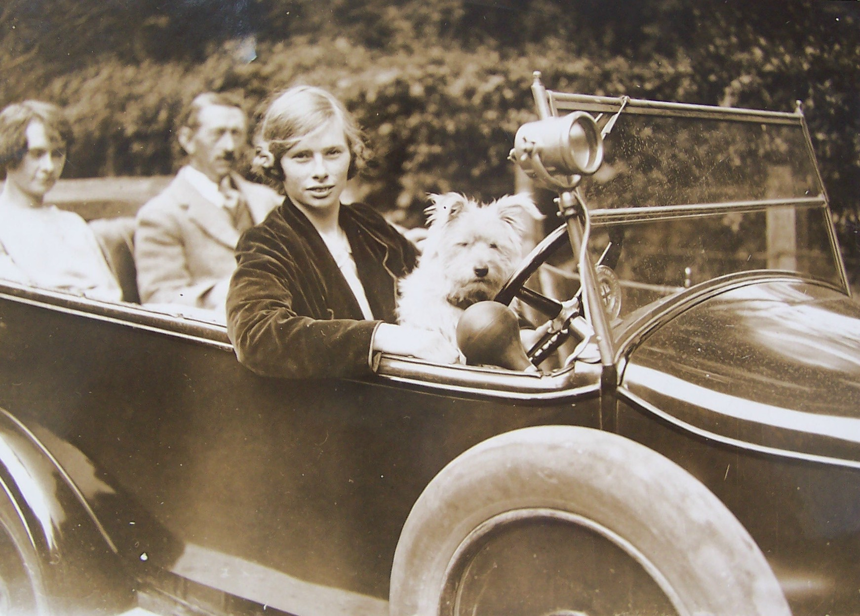 George, Eva and Eileen and Robin the dog in the family motor car